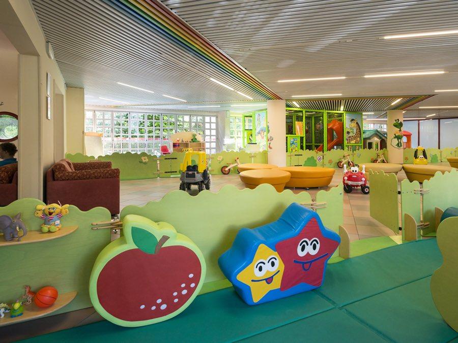 Aparthotel imperial bibione hotel per bambini con piscina bibione - Hotel con piscina termale per bambini ...
